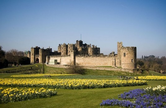 800px-Alnwick_Castle