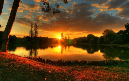 sun_decline_lake_evening_patches_of_light_romanticism_45766_1440x900